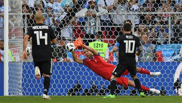 MOSCOW, RUSSIA - JUNE 16: Hannes Halldorsson of Iceland saves a penalty from Lionel Messi of Argentina during the 2018 FIFA World Cup Russia group D match between Argentina and Iceland at Spartak Stadium on June 16, 2018 in Moscow, Russia.