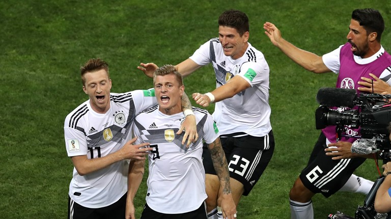 Toni Kroos snatches late win for Germany